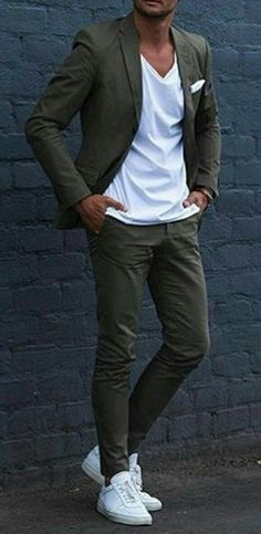 Business casual with white sneakers and white t-shirt.- Business Casual mit weißen Sneakern und weißem T-Shirt. Business casual with white sneakers and white t-shirt. Casual Outfit Men, Terno Casual, Terno Slim, Casual Shirt, Mens Classy Outfits, Simple Outfits, Casual Dresses, Men's Business Outfits, Business Casual Men