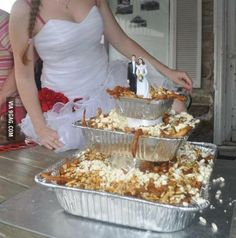 Wedding cake poutine, anyone? Poutine Canada, Wtf Funny, Funny Memes, Funny Sarcasm, Funny Sexy, Funniest Memes, Jokes, Meanwhile In Canada, Cake Makers