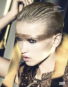 Anja Konstantinova - gold metallic hair