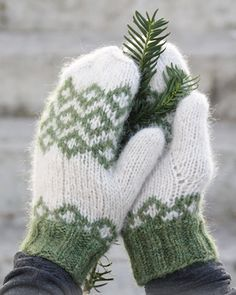 """Christmas Magic - DROPS Christmas: Knitted DROPS mittens with Nordic pattern in """"Air"""". - Free pattern by DROPS Design - Crafting Creation Knitted Mittens Pattern, Crochet Mittens, Crochet Gloves, Knit Or Crochet, Knitting Socks, Knitting Patterns Free, Free Knitting, Crochet Pattern, Free Pattern"""