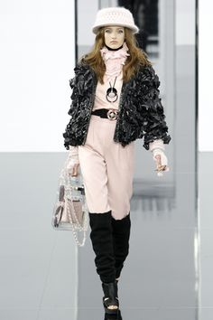 Chanel Fall 2009 Ready-to-Wear Collection Slideshow on Style.com