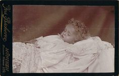 A little curly haired child at rest (post mortem) Memento Mori, Post Mortem Pictures, Post Mortem Photography, After Life, Portrait, Funeral, First Love, The Past, Death