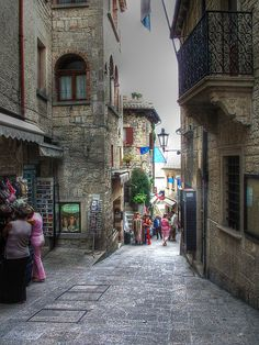 The sweet little streets in San Marino San Marino Italy, City Of San Marino, Montenegro, Bósnia E Herzegovina, Great Places, Beautiful Places, Places To Travel, Places To Visit, Italy Country