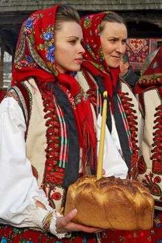 Two Romanian women in Maramures, Romania, Europe. Traditional lifestyle in last truly bucolic region. Ukraine, Folk Costume, Costumes, Romania People, Mode Russe, Romanian Women, Visit Romania, Art Populaire, Ethnic Outfits