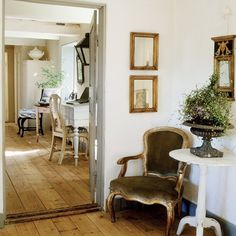 Restored Home in Sweden. Step into this charming Scandinavian Home. (Via Kochamwies) Office Table And Chairs, Wooden Armchair, Vintage Armchair, Sweden House, Scandinavian Home, Floor Design, House Design, Vintage Home Decor, Vintage Style