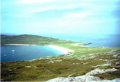 Taransay, just off Harris. Featured in Castaway 2000 TV programme - what a lovely place, and now uninhabited. Scottish Mountains, Cairngorms National Park, B & B, Wonderful Places, Whisky, Climbing, Scotland, Trail, National Parks