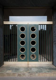 viale Vittorio Veneto 20 Architect: Achille Luigi Ferraresi, 1952-57 Step: Verde Alpi ophicalcite.