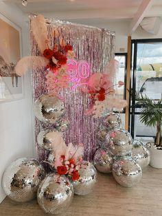 Decoration Disco, Disco Party Decorations, Decoration Table, Disco Theme Parties, Birthday Decorations, Disco Birthday Party, 21st Party, 30th Birthday Parties, Birthday Party Themes