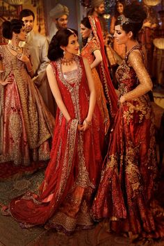 ImageFind images and videos about beautiful, saree and sari on We Heart It - the app to get lost in what you love. Indian Bridal Wear, Pakistani Bridal Dresses, Asian Bridal, Pakistani Outfits, Indian Dresses, Indian Outfits, Bridal Lehenga, Mode Bollywood, Bollywood Fashion