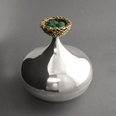 A silver 4¼ inch diameter bowl with cover. Featuring a silver gilt nest with 3 oval malachite eggs on top of the cover.