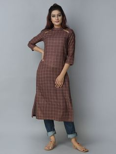 Mehroon Khadi Straight Kurta Churidar Designs, Kurta Designs Women, Blouse Designs, Stylish Dresses, Fashion Dresses, Fancy Kurti, Kurta Style, Kurta Neck Design, Neck Designs For Suits