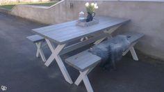 Rustika bord med kryssben.