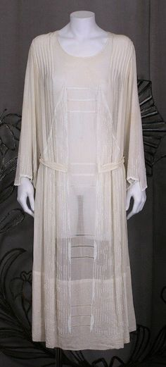 Rare robe d'après-midi en voile de coton doux ivoire.