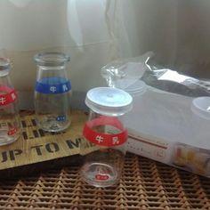 こちら、同じくセリアで販売されている3個入りのプリン容器(デザートカップ)に付いているフタですが、セリアの牛乳瓶の口にもぴったりハマるそうです。  フタが必要な場合には参考になりますね♪  quote 本製品はインテリア用のボトルです。飲料、食品等の保存は出来ません。と書かれています。  出典:www.instagram.com  ただしこちらの牛乳瓶、製品の注意書きによると、食品や飲料を保存するようには作られていないそうです。  インテリア用として以外で使いたい場合は、破損や雑菌などに注意して、自己責任でお楽しみくださいね。