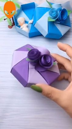 Discover recipes, home ideas, style inspiration and other ideas to try. Diy Gifts Paper, Easy Paper Crafts, Paper Crafts Origami, Diy Crafts For Gifts, Origami Easy, Easy Diy Crafts, Arts And Crafts For Teens, Diy Arts And Crafts, Handmade Jewelry Box