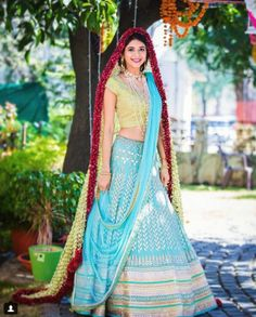 Indian Bridal Fashion Trend - Fresh Flower Fashion - 6 Trending Ways to Wear Flowers at your Wedding - Witty Vows Wedding Looks, Bridal Looks, Bridal Style, Lehenga Saree Design, Sari, Lehenga Choli, Bridal Dupatta, Indian Bridal Fashion, Floral Fashion
