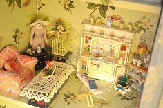 シャビーシックなフレンチカントリー風のキッチンハッチのドールハウス その1: 可愛いミニチュア・ドールハウス画像でちょっと一休み♪