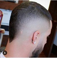 And like this for the back --Crewcut Modern Haircuts, Haircuts For Men, Hair And Beard Styles, Curly Hair Styles, Pelo Mohawk, Short Mohawk, Mohawk Hairstyles Men, Barber Haircuts, Haircut Designs