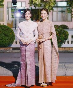 Nicha and Namtarn Traditional clothes Kebaya Lace, Kebaya Dress, Batik Kebaya, Batik Dress, Thai Traditional Dress, Traditional Outfits, Hijab Fashion, Fashion Dresses, Thai Wedding Dress