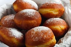 Unravel Malta - Doughnuts: the recipe for a sweet, soft and tasty fried, to be prepared with the children - Recipes A Food, Good Food, Food And Drink, Beignets, Cake Recipes, Dessert Recipes, Romanian Food, No Cook Desserts, Pretzel Bites