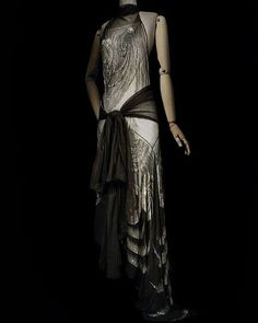 #mulpix Evening dress, by Madeleine Vionnet, 1929. Les Arts Décoratifs