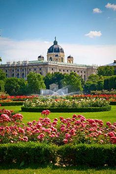 Que hacer en 72 horas en Viena Beautiful Castles, Beautiful Gardens, Beautiful Places, Places Around The World, Travel Around The World, Around The Worlds, Places To Travel, Places To See, Budapest