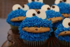 Monster Cookie Cupcakes!!!!! Chocolate Chip Cookies and a Chocolate Cupcake in the design of Cookie Monster!!!!!!!!! 3 of my favorite things in one!!!! I can't handle it !!!!!!