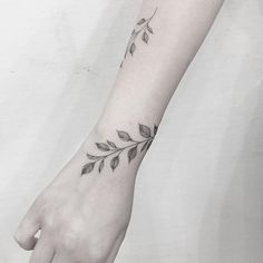 Mini Tattoos, Leaf Tattoos, Body Art Tattoos, Small Tattoos, Sleeve Tattoos, Tatoos, Simplistic Tattoos, Modern Tattoos, Tattoo Femeninos