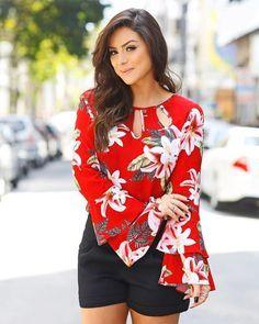 Moda Femenina Chic 2019 For 2019 Super Moda, Modelos Fashion, Moda Chic, Pulls, Ideias Fashion, Floral Tops, Plus Size, Skinny, My Style