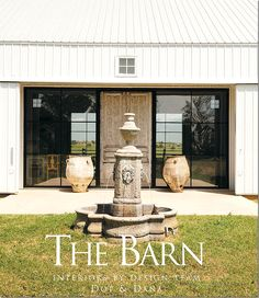 The Barn - A Texas House just outside of Houston Modern Barn, Modern Farmhouse, Farmhouse Design, Farmhouse Style, Villas, Landscaping Melbourne, Studios Architecture, House Architecture, Black Barn