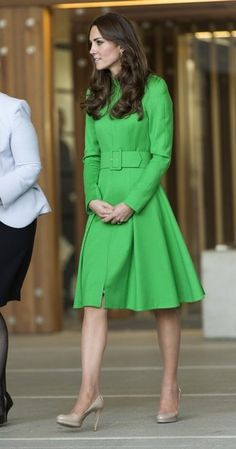 Kate Middleton in Green.- Prince William and Kate Middleton in Canberra - Zimbio Princesse Kate Middleton, Kate Middleton Prince William, Prince William And Kate, William Kate, Estilo Kate Middleton, Kate Middleton Photos, Kate Middleton Style, Duchesse Kate, Kate And Pippa