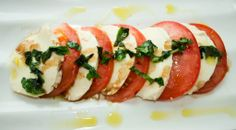 CAPRESE SALAD. For recipe vivit www.hayfaglam.com #capresesalad #salad #healthy #recipe