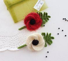 Crochet Poppy - Red Poppy - White Poppy - Corsage Brooch - Peace Poppy - Remembrance Day Brooch Crochet Rings, Hand Crochet, Crochet Poppy, Remembrance Day Poppy, Poppy Red, Crochet Fashion, Red Poppies, Flower Brooch, Corsage