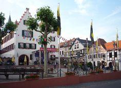 Oppenheim/Rheinland Pfalz,  Marktplatz mit Rathaus