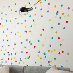 E que tal fazer uma parede com bolinhas coloridas?
