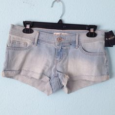 Hollister Jean shorts New with tags. Stretchy material. Hollister Shorts Jean Shorts