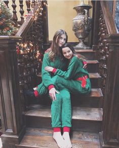 This might be the cutest thing I've ever seen @annieleblanc @brookebutler #hannie