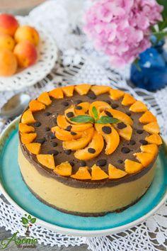 Un tort raw cu ciocolata si caise delicios si racoros, numai bun pentru aceasta vara!