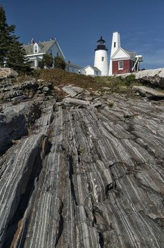 The Pemaquid Point Lighthouse located in Bristol, Maine. (Nikon D100 using the 18-70 zoom lens - 1/350th sec at f8). Photo by Dick Pratt.