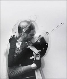 Boy meets girl – from Outer Space, Weegee (Arthur Fellig), Spaceage, New York Science Fiction, Poesia Visual, Weegee, Ligne Claire, Future Love, Boy Meets Girl, Space Photos, Retro Futuristic, Damien Hirst