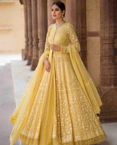 Beautiful Embroidered Anarkali Jacket Gown with beautiful Lehenga skirt. Lindo bordado Anarkali Jacket vestido com linda saia Lehenga. Indian Wedding Gowns, Indian Bridal Outfits, Indian Gowns Dresses, Pakistani Bridal Dresses, Pakistani Dress Design, Indian Designer Outfits, Pakistani Outfits, Designer Dresses, Bridal Anarkali Suits