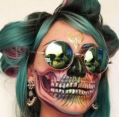 Make-up artist Vanessa Davis incredible skull-inspired looks il Makeup Clown, Skull Makeup, Sfx Makeup, Halloween Face Makeup, Dead Makeup, Maquillage Sugar Skull, Vanessa Davis, Looks Halloween, Halloween Make Up Ideas