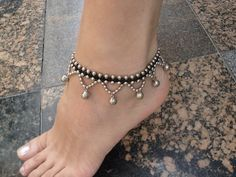 Fashion Anklets Bracelets - Add flare to your style, express your creativity Beaded Anklets, Anklet Jewelry, Seed Bead Jewelry, Macrame Jewelry, Beaded Bracelets, Jewellery, Foot Bracelet, Ankle Bracelets, Beaded Jewelry Patterns