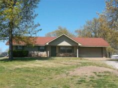 3 BR 1.5 Bath Home located in Eden Pond subdivision in  Mountain Home, AR.