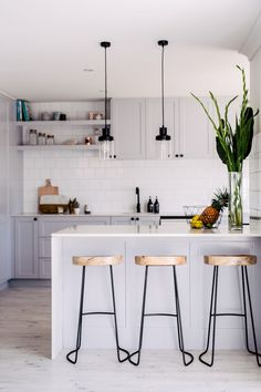 Cool 80 Small Kitchen Design & Organization Ideas https://decorapartment.com/80-small-kitchen-design-organization-ideas/