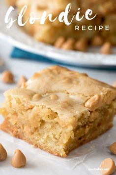 Blondies are a great and easy bar cookie dessert that is a nice twist on classic brownies. This sweet Blondie Recipe is made without chocolate! Try making this chewy blondie recipe rightaway! Mini Desserts, Cookie Desserts, Easy Desserts, Delicious Desserts, Dessert Recipes, Yummy Food, Easy Dessert Bars, Chocolate Toffee Bars, Butterscotch Blondies