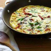 Reteta: Reteta zilei: Frittata cu ardei copt si spanac | Restaurante de Lux Parmezan, Quiche, Breakfast, Restaurant, Morning Coffee, Quiches