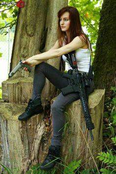 babes w guns vvti Female Soldier, Military Women, N Girls, Dangerous Woman, Badass Women, Poses, Guns And Ammo, Girl Pictures, Lady