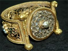 """]Thracian bracelet """"The discontinuity of the Varna, Karanovo, Vinča and Lengyel cultures in their main territories and the large scale population shifts to the north and northwest are indirect evidence of a catastrophe of such proportions that cannot be explained by possible climatic change, land exhaustion, or epidemics (for which there is no evidence in the second half of the 5th millennium B.C.). Direct evidence of the incursion of horse-riding warriors is found, not only in single… Medieval Jewelry, Ancient Jewelry, Ancient Mysteries, Ancient Artifacts, Antique Gold, Antique Jewelry, Jewelry Art, Jewelry Design, Gold Ornaments"""