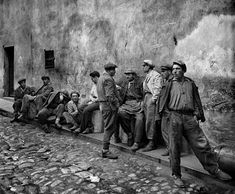 """Ara Güler is an Armenian-Turkish photojournalist, nicknamed """"the Eye of Istanbul"""" or """"the Photographer of Istanbul"""". He is considered one of Turkey's few internationally known photographers. Old Photography, Monochrome Photography, Artistic Photography, Photography Magazine, Marc Riboud, Historical Pictures, Historical Sites, Henri Cartier Bresson, Paris Match"""